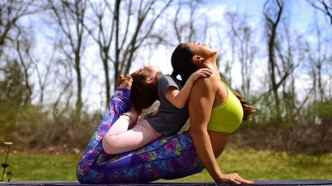 laura-kasperzak-of-two-fit-moms-doing-yoga-with-her-daughter